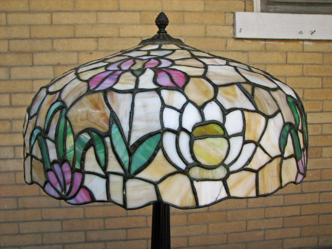 Chicago Lamp Co  Table Lamp     FF547