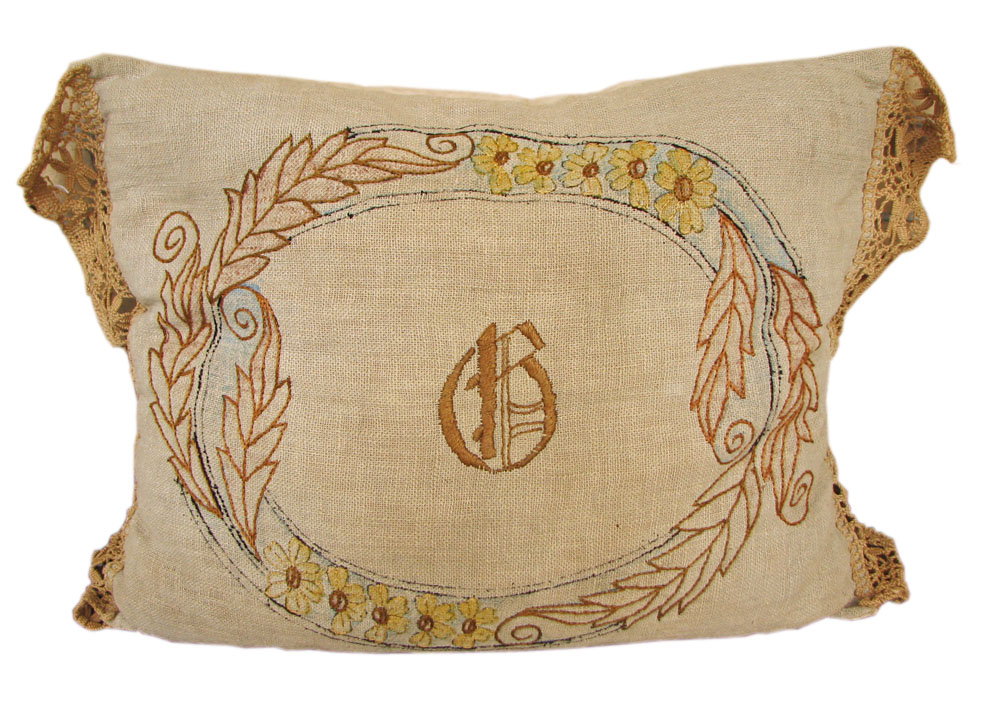 Arts & Crafts Pillow F9428