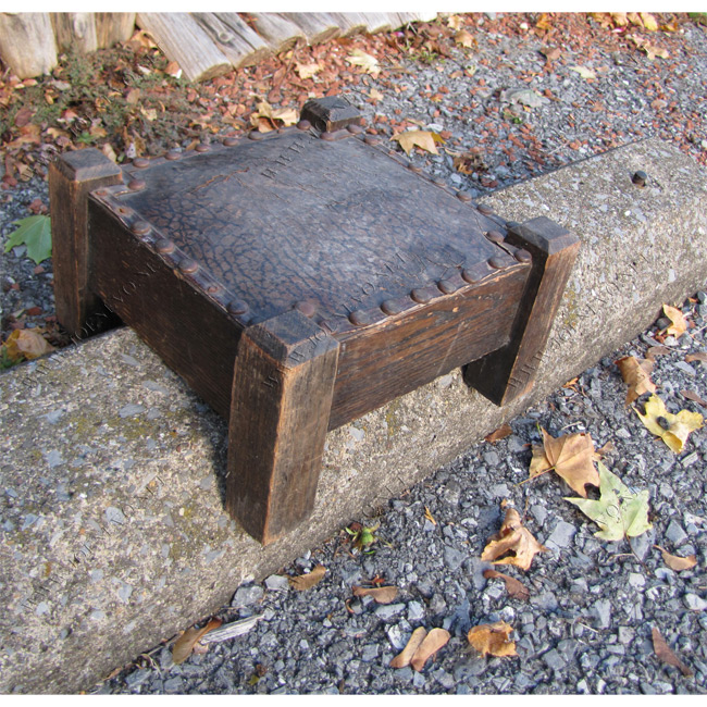 Arts & Crafts Compact Antique Foot Stool | w2447‎
